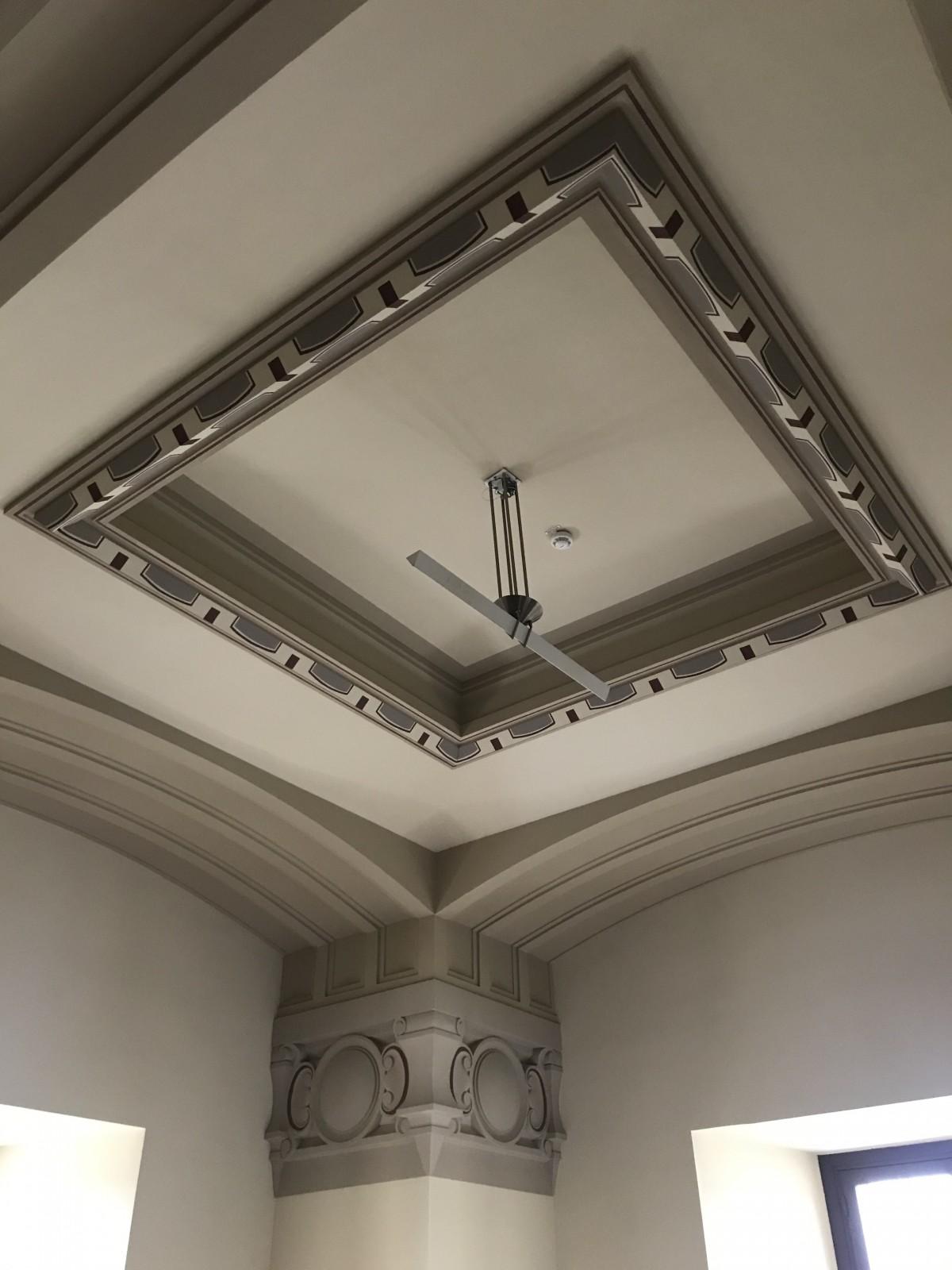 Plafond avec frise